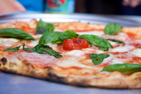La Pizza ai Pomodorini di Corbara, Corbarini, di Gino Sorbillo. Non sentite il profumo?